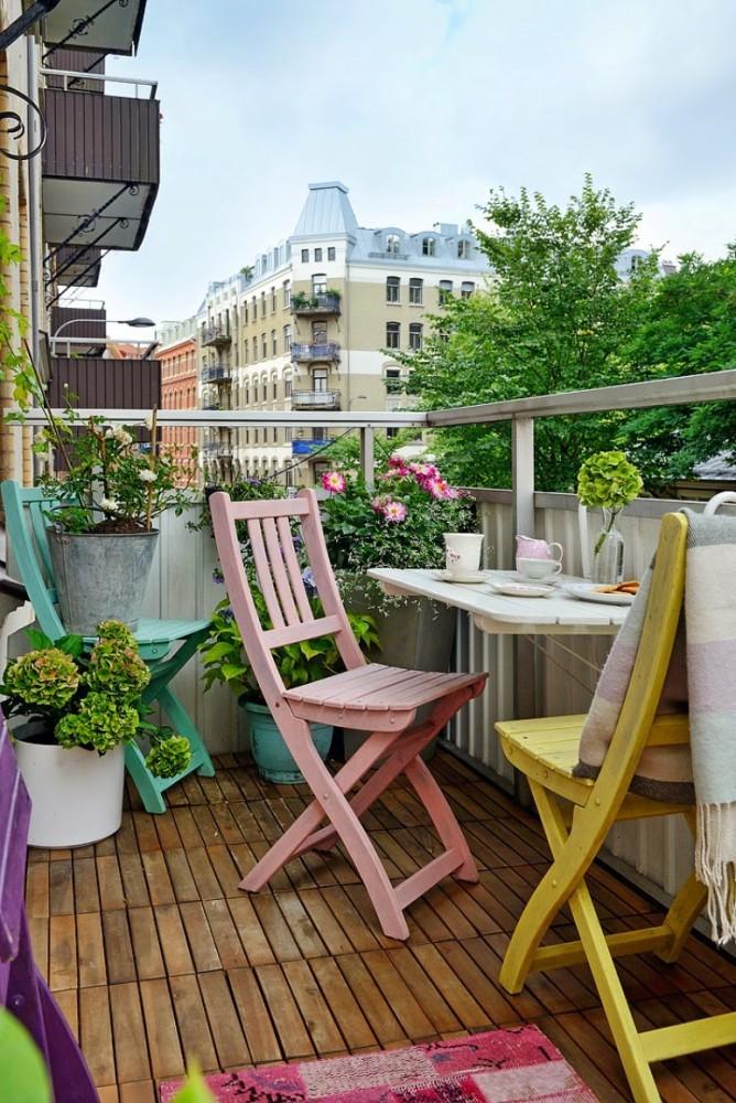 Балкон в  цветах:   Бежевый, Белый, Светло-серый, Серый, Темно-коричневый.  Балкон в  стиле:   Скандинавский.