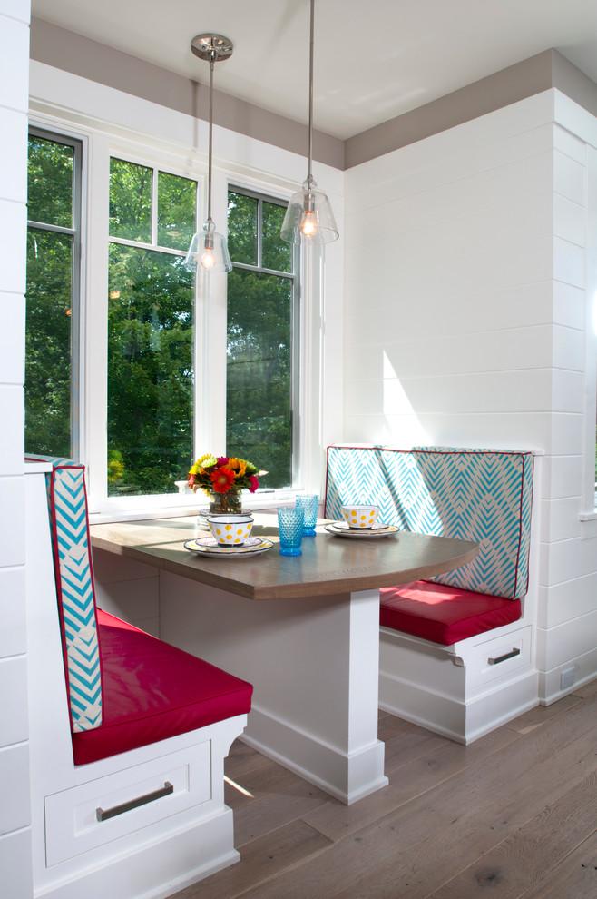 Кухня/столовая в  цветах:   Белый, Светло-серый, Серый, Темно-зеленый.  Кухня/столовая в  стиле:   Минимализм.
