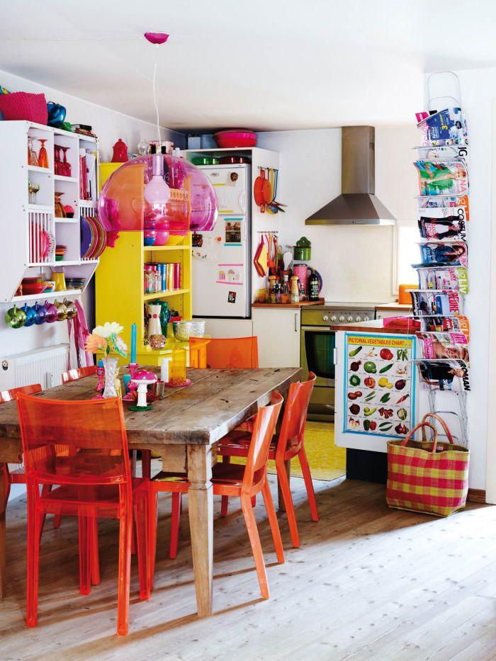 Кухня/столовая в  цветах:   Бежевый, Белый, Бордовый, Светло-серый, Темно-коричневый.  Кухня/столовая в  стиле:   Эклектика.