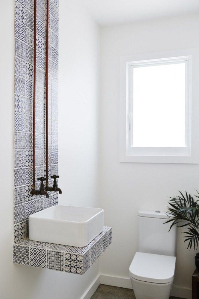 Туалет в  цветах:   Белый, Светло-серый, Серый.  Туалет в  стиле:   Минимализм.