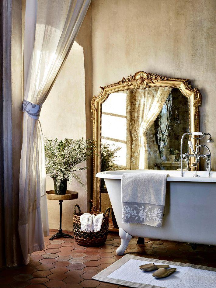 Ванная в  цветах:   Бежевый, Светло-серый, Серый, Темно-коричневый, Черный.  Ванная в  стиле:   Классика.