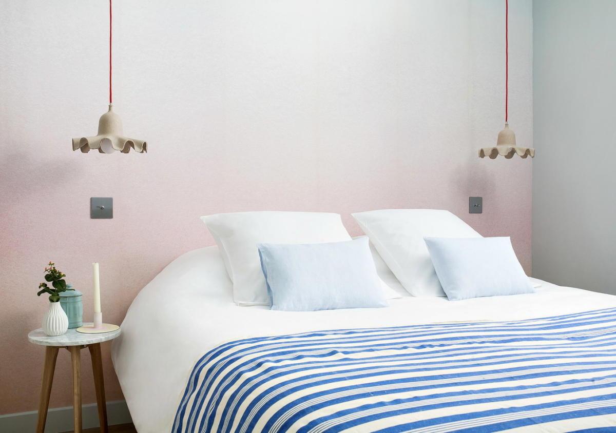 Спальня в  цветах:   Белый, Бирюзовый, Светло-серый.  Спальня в  стиле:   Минимализм.