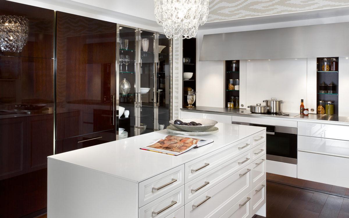Кухня/столовая в  цветах:   Белый, Светло-серый, Серый, Темно-коричневый, Черный.  Кухня/столовая в  стиле:   Минимализм.