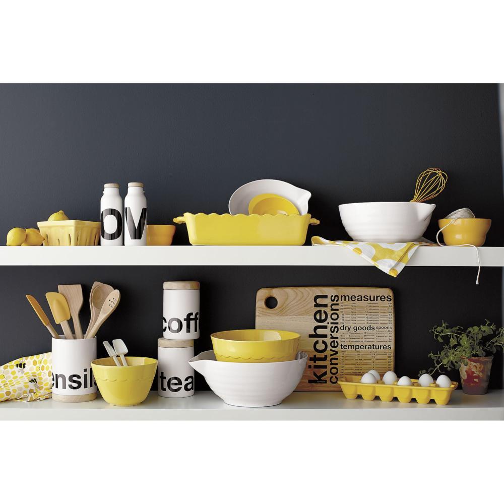 Жёлтый цвет в интерьере: советы по применению и шопинг