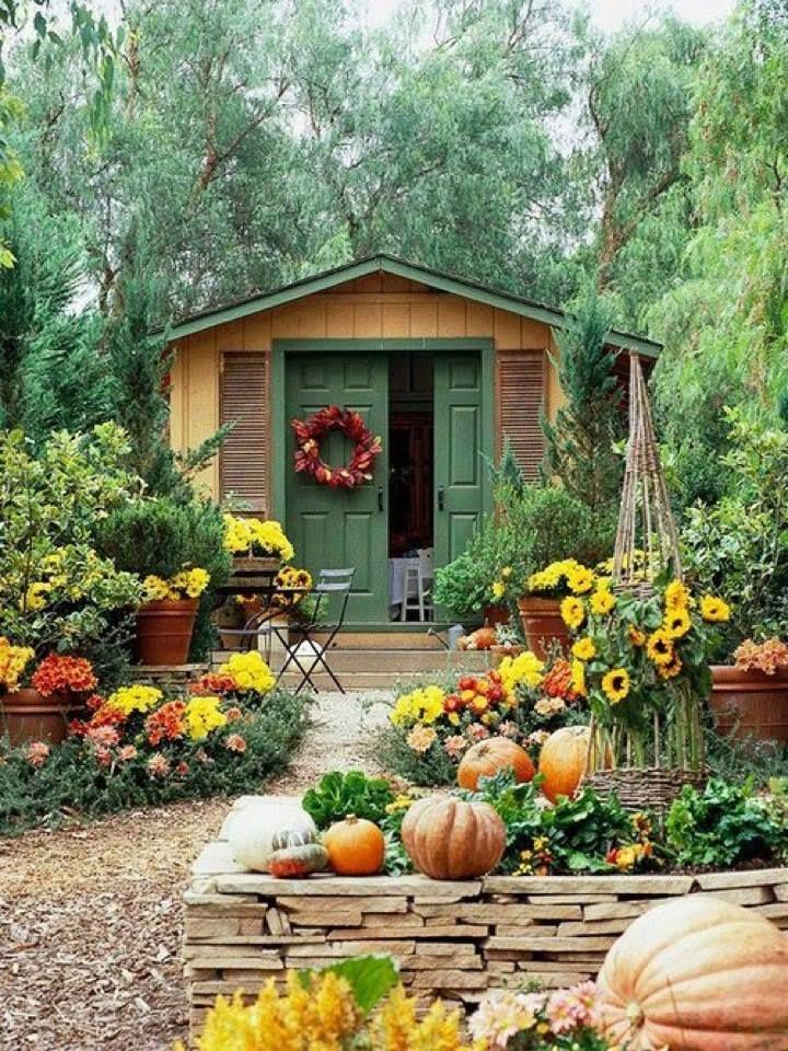 Сад и участок в  цветах:   Бежевый, Голубой, Светло-серый, Серый, Темно-зеленый.  Сад и участок в  .