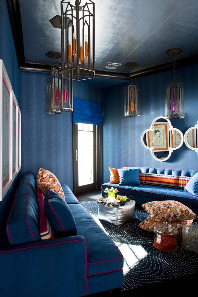 Гостиная в  цветах:   Светло-серый, Серый, Синий, Фиолетовый, Черный.  Гостиная в  стиле:   Эклектика.
