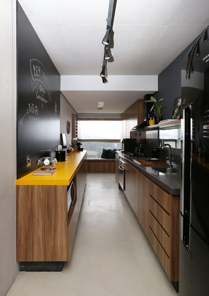 Кухня/столовая в  цветах:   Бежевый, Коричневый, Светло-серый, Серый, Черный.  Кухня/столовая в  стиле:   Минимализм.