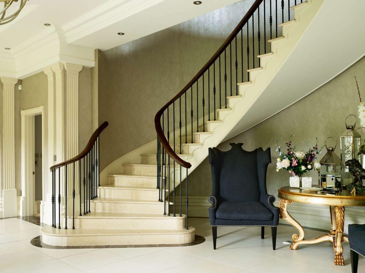 20 фантастических лестниц в домах: ограждения и перила