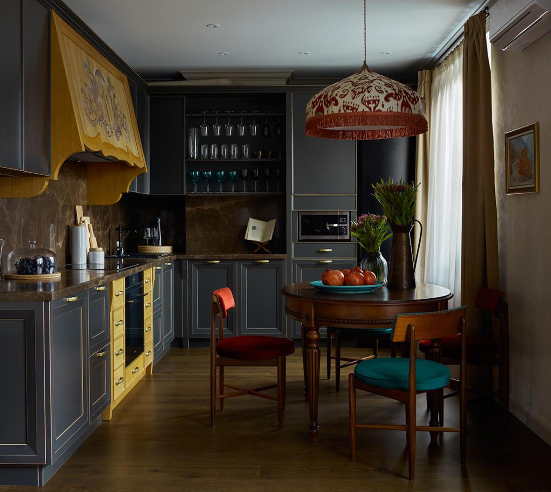 Кухня/столовая в  цветах:   Бежевый, Бирюзовый, Голубой, Салатовый, Темно-коричневый.  Кухня/столовая в  стиле:   Прованс.