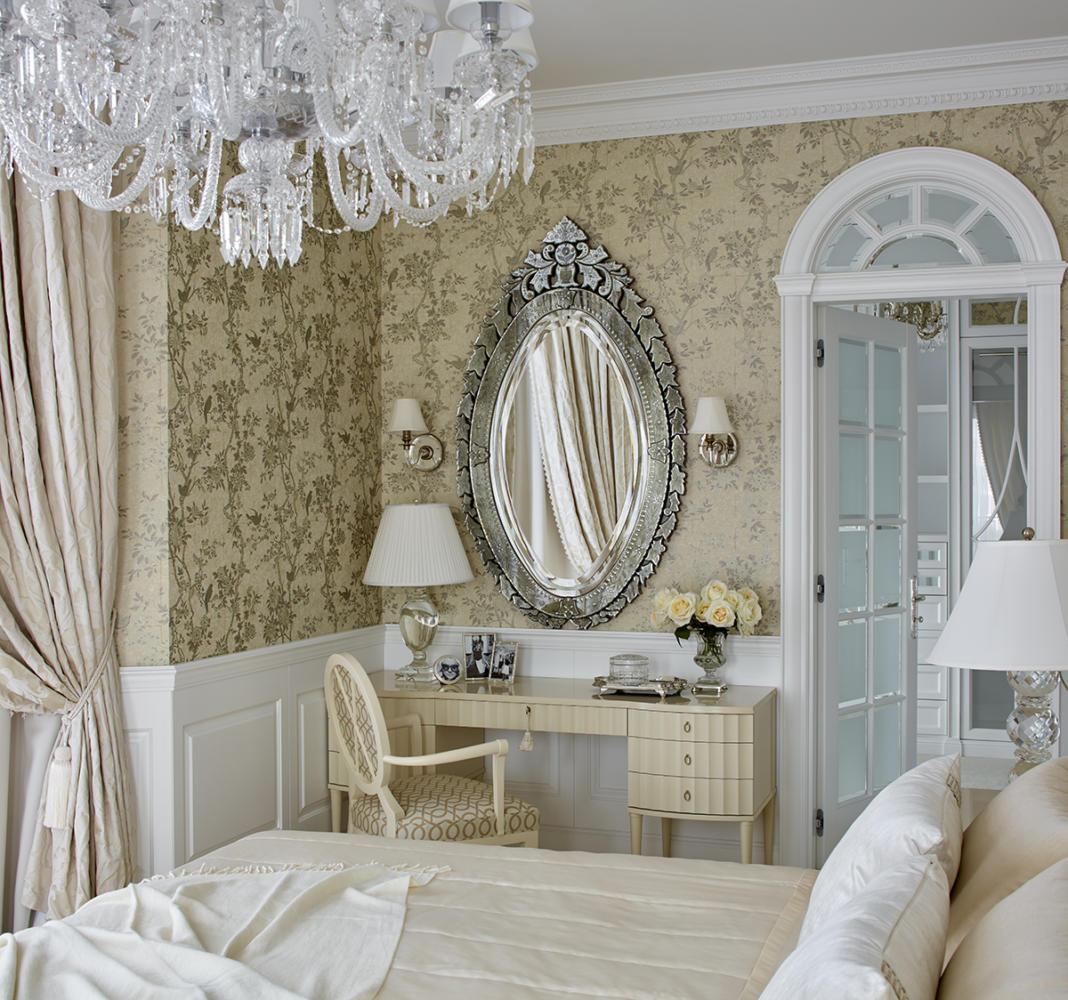 Спальня в  цветах:   Бежевый, Коричневый, Светло-серый, Темно-коричневый.  Спальня в  стиле:   Неоклассика.