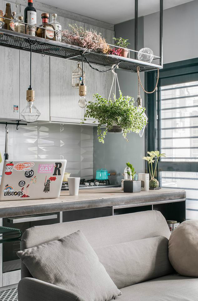 Кухня/столовая в  цветах:   Бордовый, Светло-серый, Серый, Темно-зеленый.  Кухня/столовая в  стиле:   Минимализм.