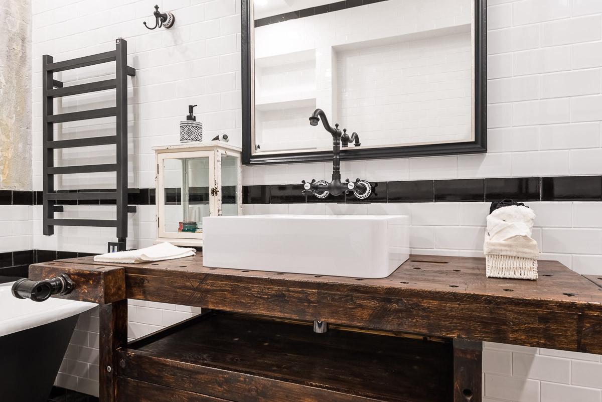 Ванная в  цветах:   Коричневый, Светло-серый, Темно-коричневый.  Ванная в  стиле:   Лофт.