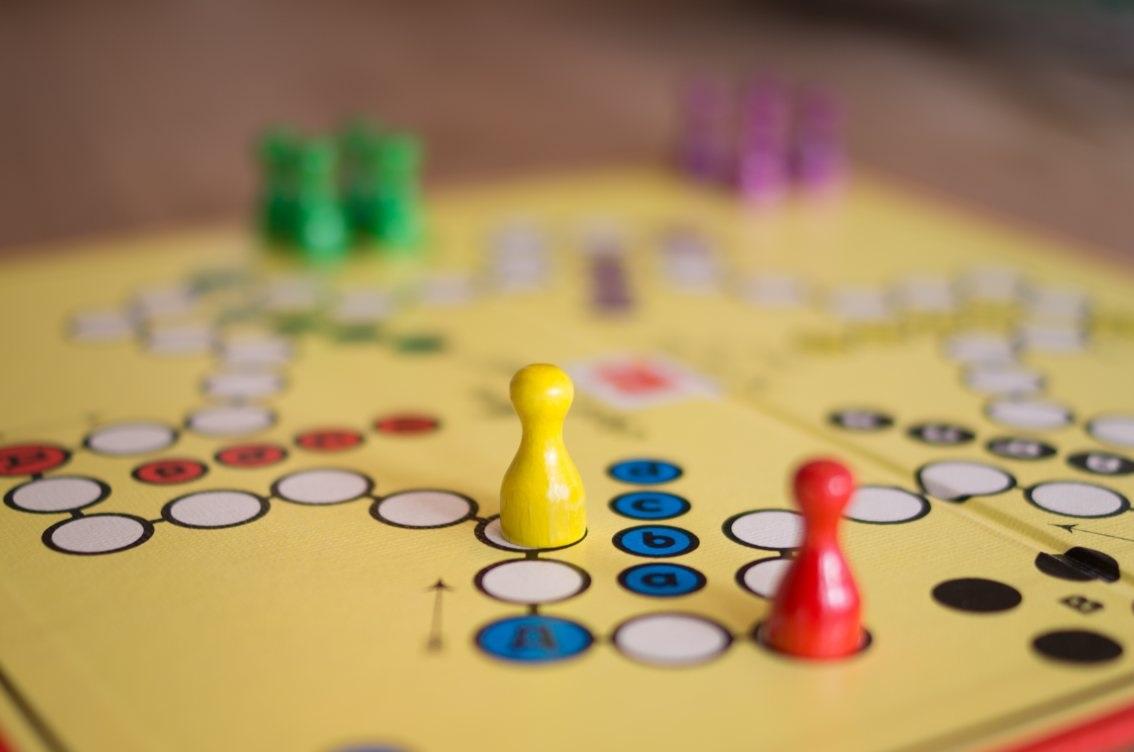 в  цветах:   Бордовый, Желтый, Коричневый, Светло-серый, Темно-зеленый.  в  .