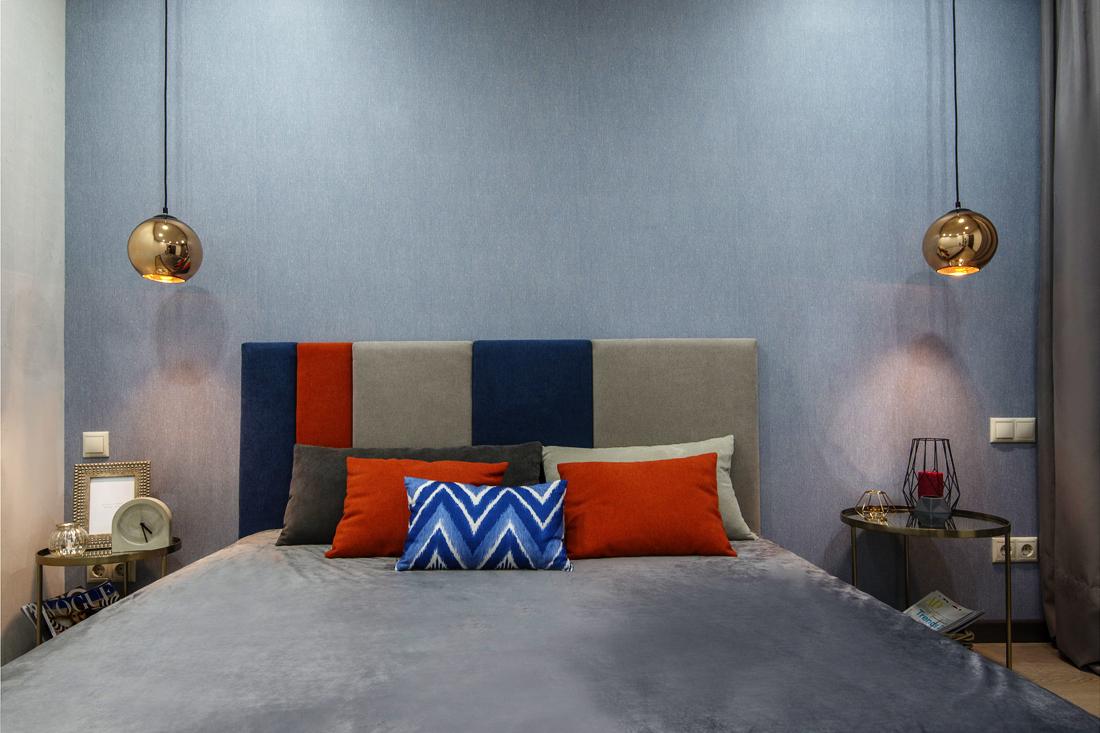 Из однушки в двушку: стильная квартира с П-образной кухней и спальней без окна