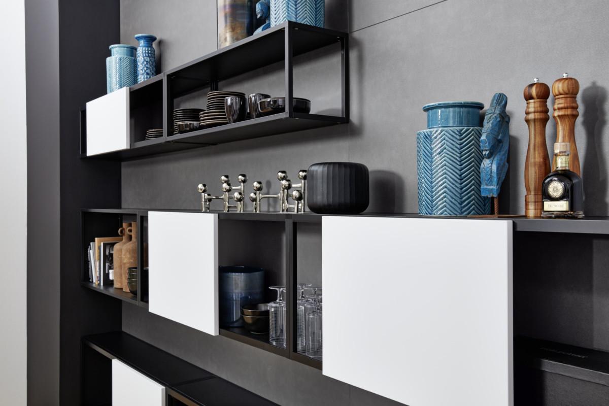 Кухня/столовая в  цветах:   Бирюзовый, Светло-серый, Серый, Фиолетовый.  Кухня/столовая в  стиле:   Минимализм.