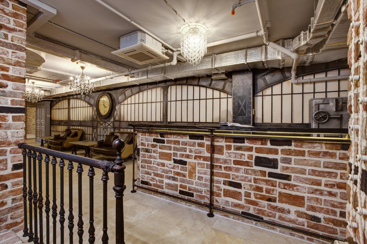Офис в стиле лофт с винтовой лестницей
