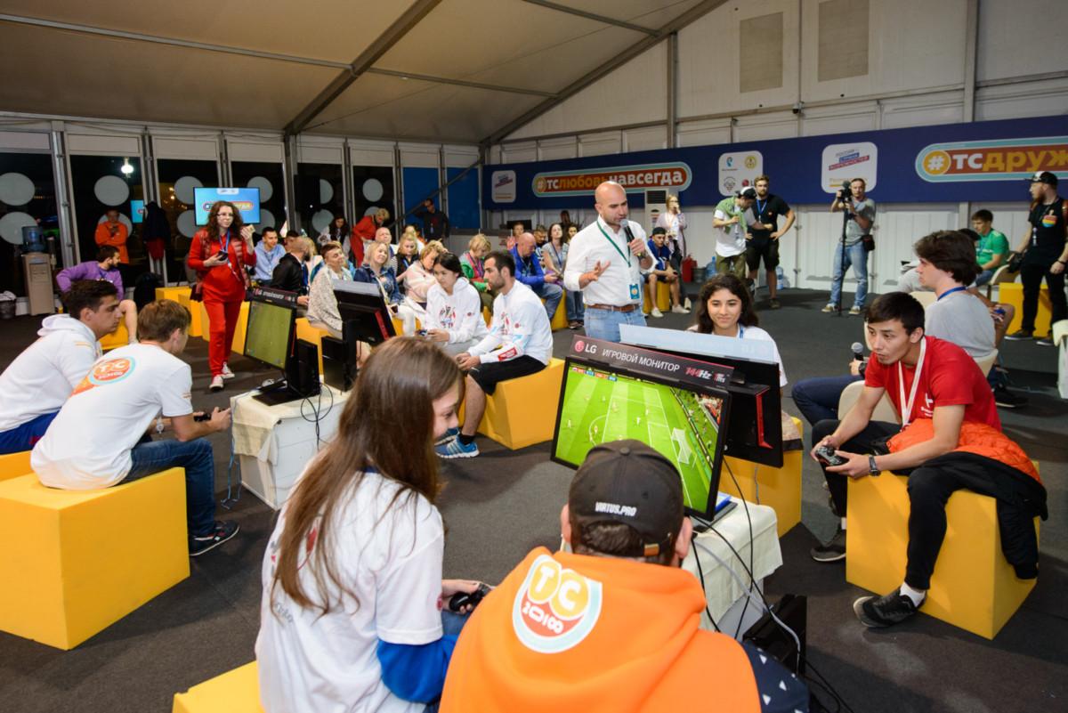 Компания LG провела соревнования по киберфутболу
