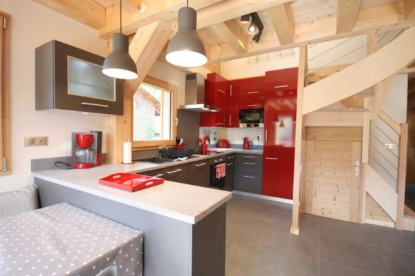 Кухня/столовая в  цветах:   Бежевый, Бордовый, Коричневый, Светло-серый.  Кухня/столовая в  стиле:   Кантри.