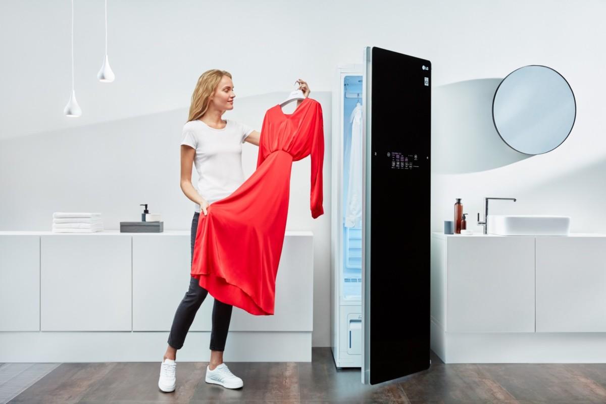 Паровой уход за одеждой с помощью устройства LG Styler