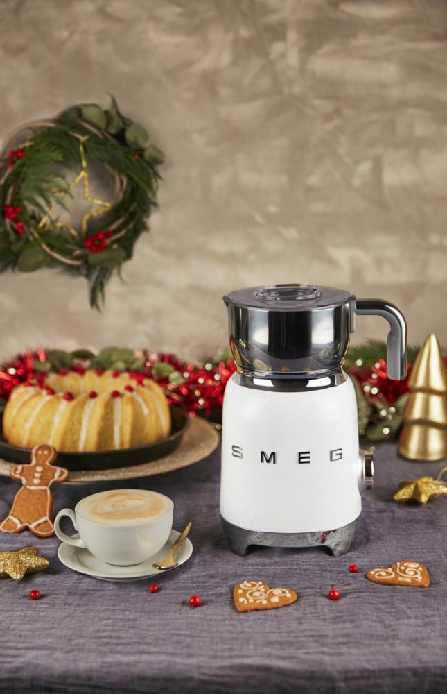 Компания Smeg выпустила вспениватель молока MFF01