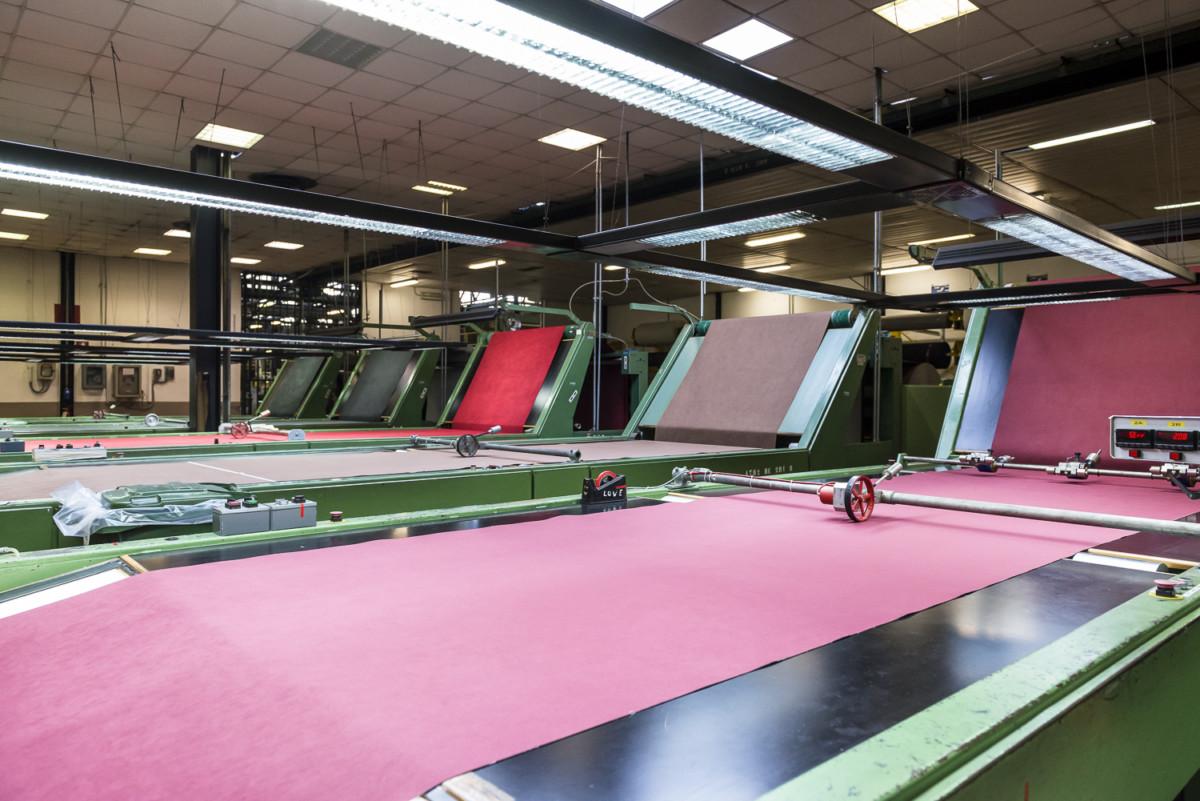 Компания Alcantara возобновляет производство